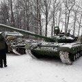 DELFI LUGEJA FOTOD | Ivangorodi koondatakse Punaarmee juubeliks Vene tanke, soomukeid, raketiseadeldisi ja muid relvi