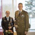 Aasta naiskodukaitsja Kristlin Kõrgesaar ja aasta kaitseliitlane Marko Reisel rändauhindadega