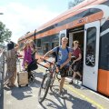 Rattaga Elroni rongist väljumine enam naeratust näole ei too, sest uue rattapileti tõttu on rahakott tublisti kergemaks läinud.