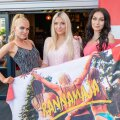 """""""Rannamaja"""" tüdrukud (vasakult: Helena, Hanna, Viktoria) pressipeol"""