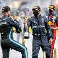 Lewis Hamilton (keskel) tähistab võitu tiimikaaslase Valtteri Bottasega (vasakul).