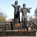 MIDA TEHA SUURE LVIVI MONUMENDIGA?&Ekspertiis tuvastas et tegemist pole mitte kommunistlikku võimu ülistava, vaid Saksa okupatsiooni vastast võitlust sümboliseeriva ausambaga.