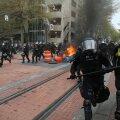 Korrakaitsejõud Portlandis rahutusi maha surumas.