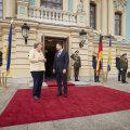 Меркель прибыла с визитом на Украину. Зеленский от нее подарков не ждет