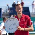 Медведев впервые в карьере выиграл турнир ATP на траве