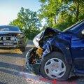 FOTOD | Viljandimaal tegi avarii joobekahtlusega ja juhtimisõiguseta noor juht
