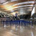 Hiina suuruselt teine Shanghai Pudongi lennujaam on inimtühi. Lendudele ja riigist välja lubatakse ainult välismaalastest turiste.