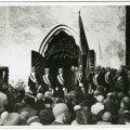 Poliitiliselt tormilisel ajal ei unustatud ka omariiklusele olulisi tähtpäevi. Esimest korda tähistati 23. juunil võidupüha, pildil tähistatakse Otepääl Eesti lipu 50. aastapäeva.