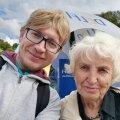 Главный редактор RusDelfi Андрей Шумаков и читательница Варвара