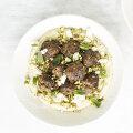 Hummus lihapallide ja pistaatsiapähklitega