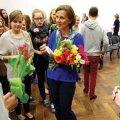 Keila Koolis söödi teisipäeva hommikul sünnipäevamuffinit – õnnitleti austerlannast õpetajat Monica Dörnerit esimese suure juubeli puhul.