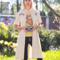 Liina Pulgesel on käel 40 aastat vana Mišaga kell, käes olümpia-logoga fotoaparaat ning seljas autentne Mišaga T-särk ja antiigipoest leitud ainulaadne olümpiateemaline jakk, kuhu on kellegi usinad käed tikkinud purjeka ja olümpiakirja.