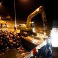 DELFI VIDEO: Vaata, kuidas sikutati madalikult lahti Hiiumaal hätta sattunud praamlaev