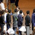 Itaalia lubas sajakonnal põgenikul päästelaevalt riiki tulla, varjupaika neile andmata