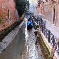 ФОТО | Странное явление в Венеции: обычно наводнения, но теперь пересохшие каналы