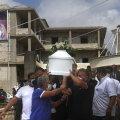 Beirutis toimus täna rusude koristamise kõrval kümneid ohvrite matuseid.
