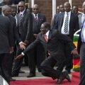 VIDEO: Zimbabwe minister 90-aastase presidendi kukkumisest: isegi Jeesus oleks selles olukorras komistanud