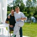 Taavet Hinrikus (vasakul) ja Kristo Käärmann võivad rahul olla. Nende kümme aastat tagasi loodud firma väärtuseks prognoositakse veidi üle 10,5 miljardi euro. Seda sõprade/tulevaste äripartnerite lõbusat fotojäädvustust jagas Wise sotsiaalmeedias kui tähistati Wise'i 10. tegutsemisaastat.