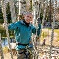 Valdek Udris on aastaid turninud mägedes, nüüd turnib ta ja juhendab teiste turnimist Nõmme seikluspargis.