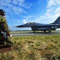 Hollandi õhujõudude hävituslennuk F-16 lennuväebaasis