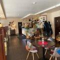 Restoran on väike ja kodune, nagu kodukandi söögikohale paslik.