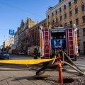 Tuletõrjujatel kulus eile Riia kesklinnas põlenud hoone kustutamiseks tunde.