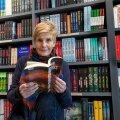 Kirjastajana on Varraku peatoimetaja Krista Kaer püüdnud tuua eesti lugejani uusi nimesid ja võimalikult mitmekesist kirjandust teistest keeltest.