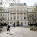 Austerlane tootis raha eest doktoritöid: paljud kliendid on nüüd kõrgetel kohtadel
