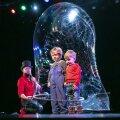ВИДЕО | Шоу мыльных пузырей привело ласнамяэских детей в восторг