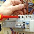 Elektritöid peaks tegema atesteeritud spetsialist, töö peab käima projekti järgi ja valmis elektripaigaldisele peab saama kasutusloa.