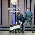 Digi-Eesti esindusrobot pakkus EL-i ministritele kommi