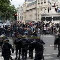 В Париже и Лондоне произошли столкновения протестующих с полицией