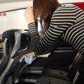 VIDEO | Vaata, kuidas Lux Expressi bussi lauakesi, ekraane ja käepidemeid puhastatakse