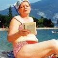 Itaalia, 1999: Stseen raamatuga Garda järve äärest.