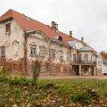 Ahjas on üks väheseid Eestis säilinud barokseid mõisahooneid.