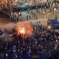 FOTOD JA VIDEO | Tuhanded tulid Rumeenias korruptsiooni vastu tänavatele, aktsioon muutus vägivaldseks, sajad said viga
