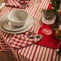 Kombineerides lauadekoratsioone, mis juba kodus olemas on, saab tõelise pühademeeleolu.