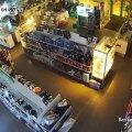 VIDEO | Varas murdis loetud sekunditega kauplusse ja sai saagiks üle 10 000 euro eest mobiiltelefone