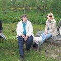 Hetk Pandivere päevad sisse juhatanud Imukvere külakonverentsilt. Muuseumi juhataja Marju Metsman (vasakul) sai külaelanikelt muuseumi tarvis nii mõnegi kõneka fakti. Ilve Tobrelutsu foto.