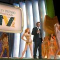 Elu on kabaree: Hollywoodi staar Johnny Marco (Stephen Dorff) keset Itaalia teleauhindade kuldset ning seksikat gaalat, keep-smiling'u taha peidetud õõnes hingetühjus.(outnow.ch)