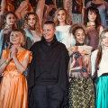 В Нарве ожили картины на платьях дизайнера из столицы