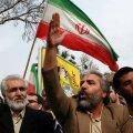 Meeleavaldajad heiskasid Teheranis Briti saatkonnas Iraani lipu