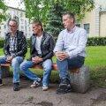 Endised vangid Dimitri (vasakult), Dmitri ja Lootuse Küla tegevjuht Viljam Borissenko käisid Valgas oma kogemustest rääkimas.