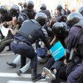VIDEOD   Peterburis ajas politsei jõhkralt laiali 1. mai rongkäigus osalenud demokraadid