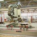 Arvjuhtimisega tööpingid on mööblitööstuses juba aastaid kasutusel, küllap jõuab sinna peagi ka robotiseerimine. Pildil Standardi mööblitootmine.
