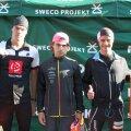 Vasakul füsioterapeut ja triatleet Priit Ailt
