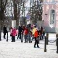 Hiina turistid laupäeval Tallinna vanalinnas.