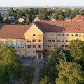 Tallinna kunstigümnaasiumis jõudsid sel aastal lõpule kaks aastat kestnud ventilatsioonisüsteemi ehitustööd. Kuigi ehitamine oli keerukas ja kulukas, on tulemus seda väärt, kuna koolis on nüüd puhas õhk.