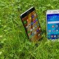 Samsung Galaxy S6 Edge Plus (vasakul) ja Samsung Galaxy J5