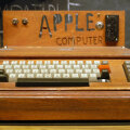 Smithsoniani muuseumis asuv Apple I (Foto: Wikimedia Commons, kasutaja Ed Uthman)